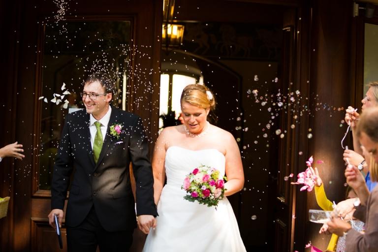 Als Fotograf für Hochzeiten fotografiere ich Reis und Seifenblasen bei der Trauung