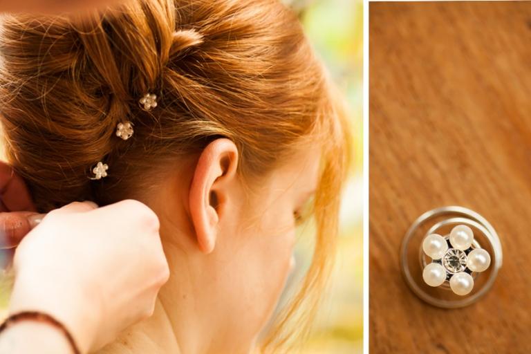 Beim Engagement Shooting wird fotografiert wie die Brautfrisur entsteht mit Details der Hochsteckfrisur mit Curlies