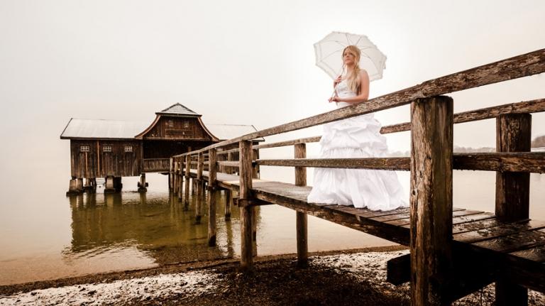 After Wedding Fotos einer Braut am Ammersee bei Regen und Schnee im Fine Art Stil - Hochzeitsfotos von Martin Fröhlich aus München