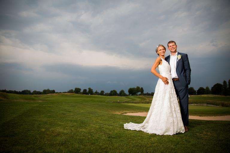 tolle romantische Hochzeitsfotos trotz schlechtem Wetter und Regen auf Golfplatz Eschenried bei München