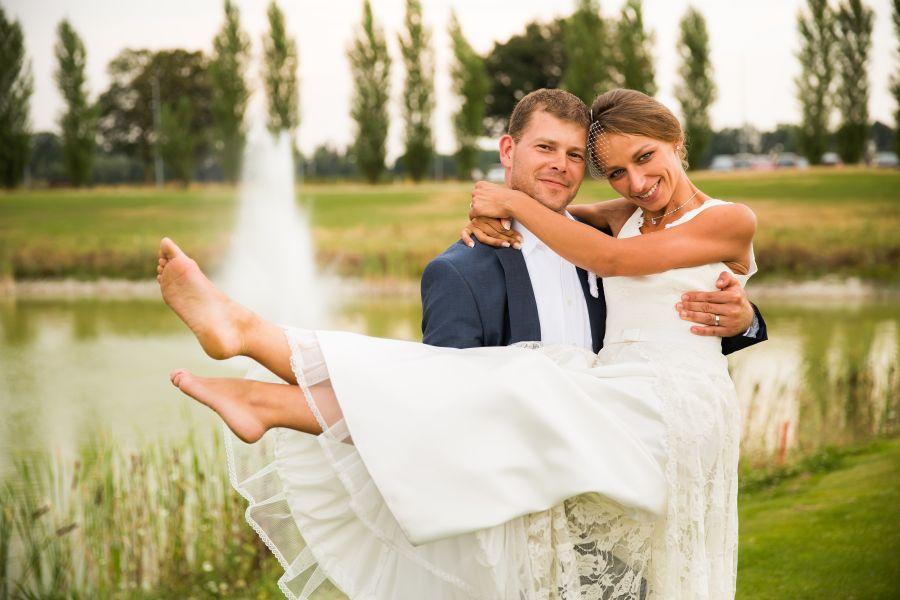 http://www.martin-froehlich-fotografie.de/wordpress/wp-content/uploads/27-10445-pp_gallery/Hochzeitsfotograf_Muenchen_Hochzeitsfotos_Golfplatz_032.jpg