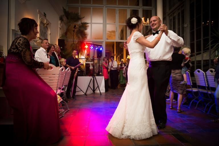 Eröffnungstanz gut fotografiert von professionellem Hochzeitsfotografen aus München